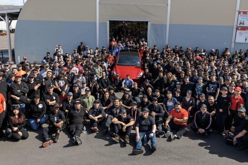 Компания Tesla выпустила миллионный электрокар 1