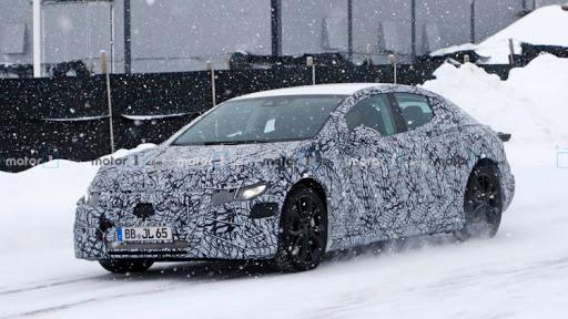 Mercedes-Benz EQE показался на тестах 1