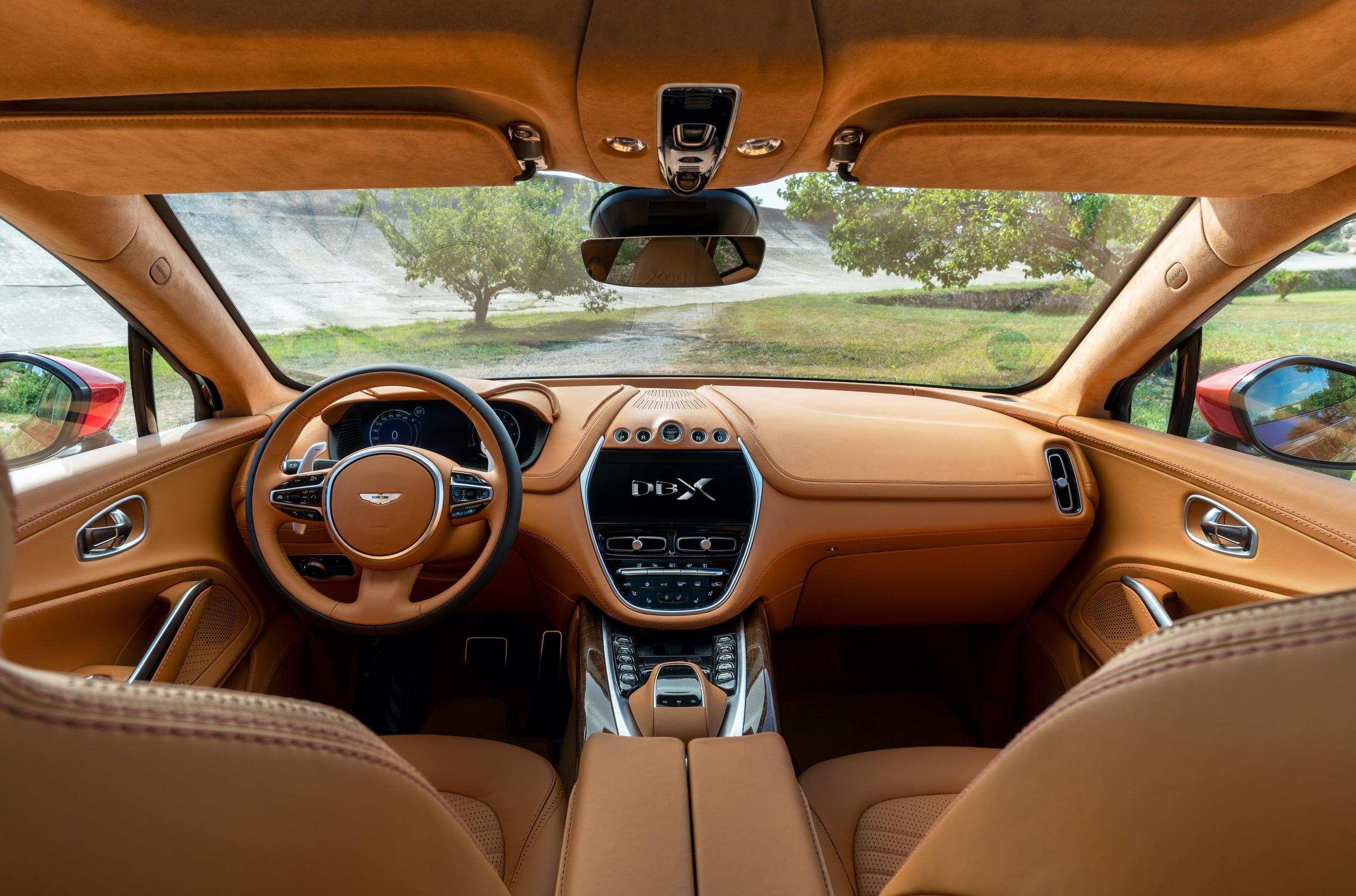 «Вслед за трендами»: все о кроссовере Aston Martin DBX 4
