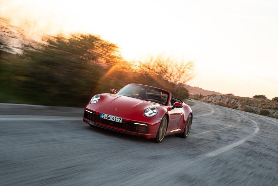 Porsche тестирует гибридный 911-й 1