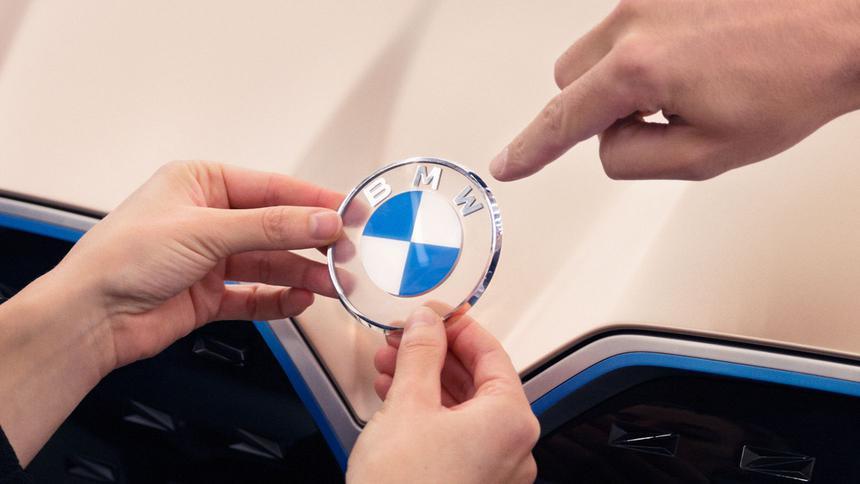 Почему новый логотип BMW безнадежно плох 1