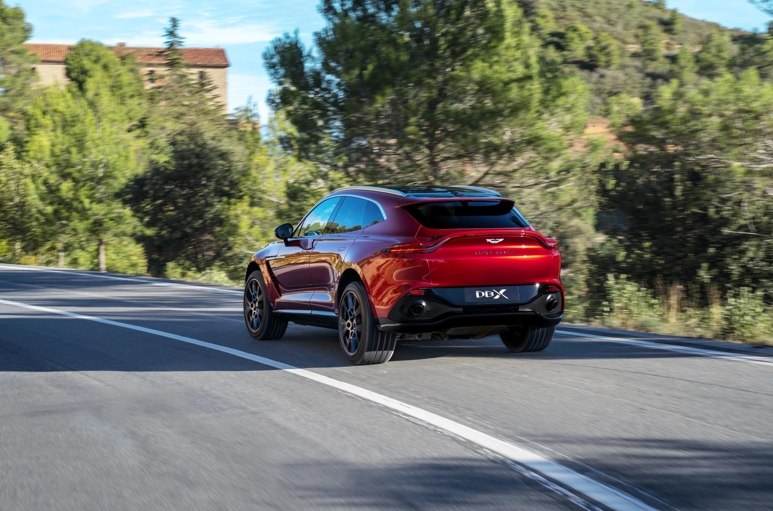 «Вслед за трендами»: все о кроссовере Aston Martin DBX 2