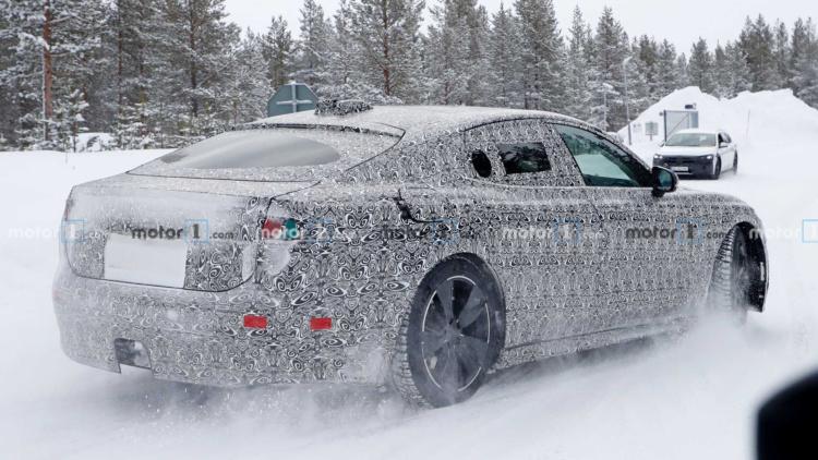 Jaguar вывел на тесты новый электроседан 1