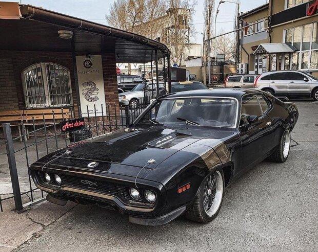 В Киеве замечен редчайший американский автомобиль 1