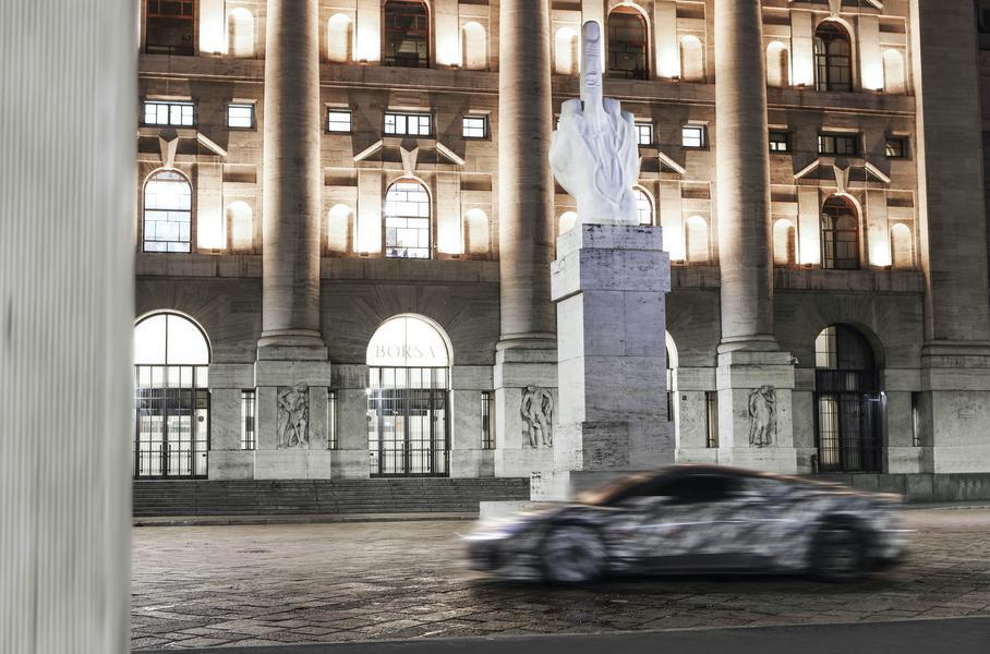 Новый суперкар Maserati показался в серийном кузове 1