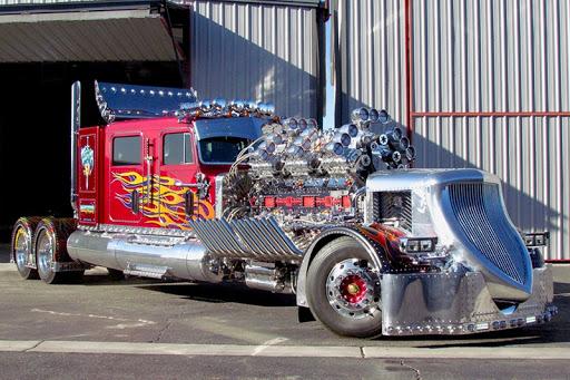 Самый дорогой в мире грузовик пустили с молотка 1
