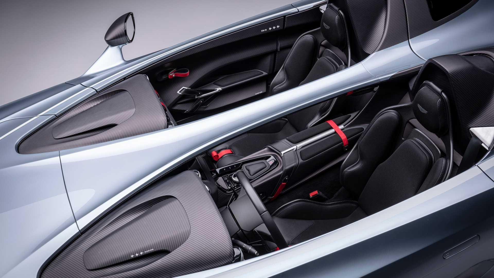 Суперкар Aston Martin без крыши и окон разгонится до 300 километров в час 3