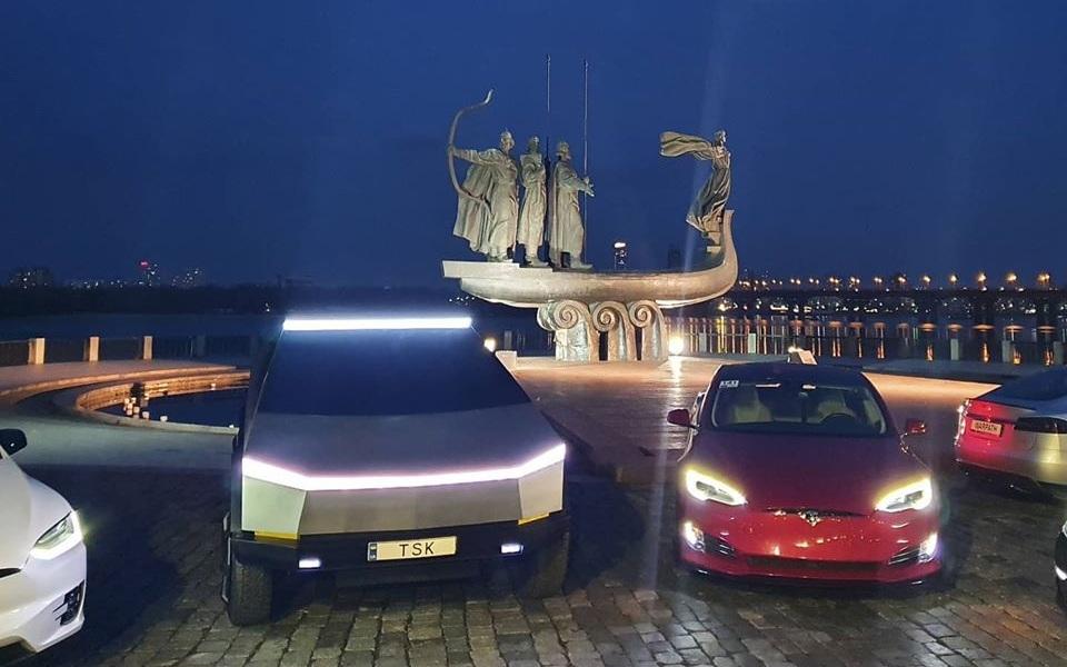 В Украине вновь заметили Tesla Cybertruck 1