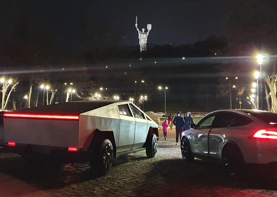 В Украине вновь заметили Tesla Cybertruck 2