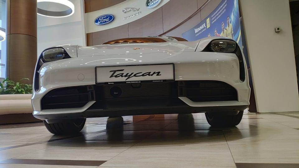Украинцы раскупили всю партию электрокаров Porsche Taycan 2
