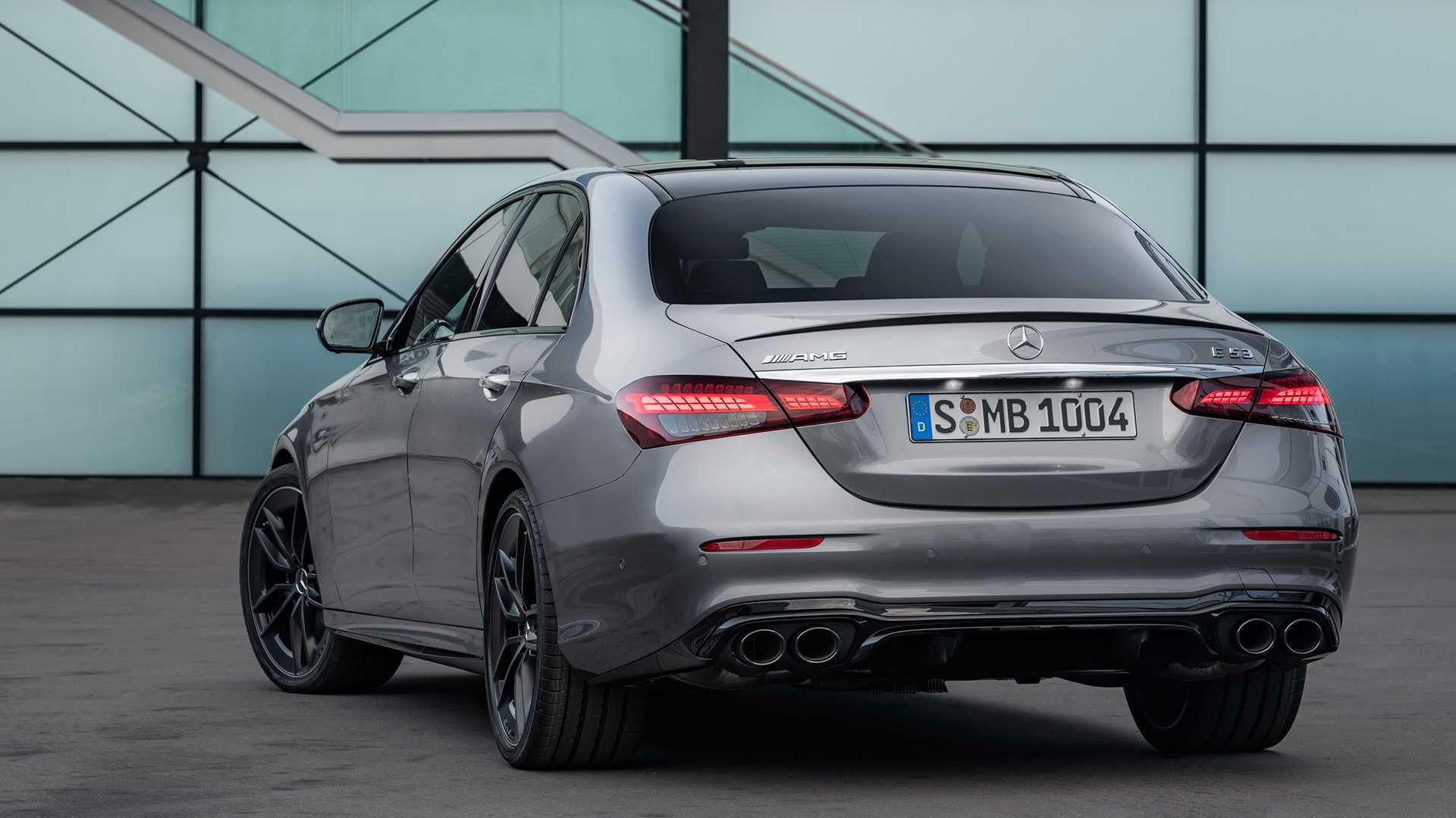 Mercedes-Benz E-класса полностью обновился 2