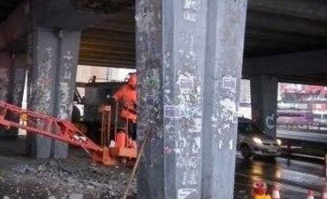 «Еще один устал»: в Киеве произошло обрушение моста 1
