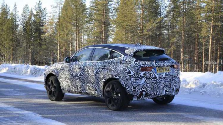 Новый Jaguar E-Pace испытывают нещадным холодом 2