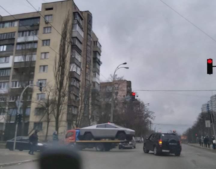 Нашумевший электропикап Tesla Cybertruck замечен в Украине 2