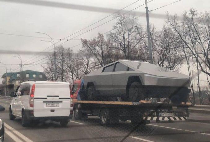 Нашумевший электропикап Tesla Cybertruck замечен в Украине 1
