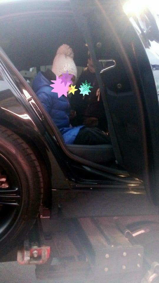 В Киеве эвакуировали автомобиль вместе с детьми 1