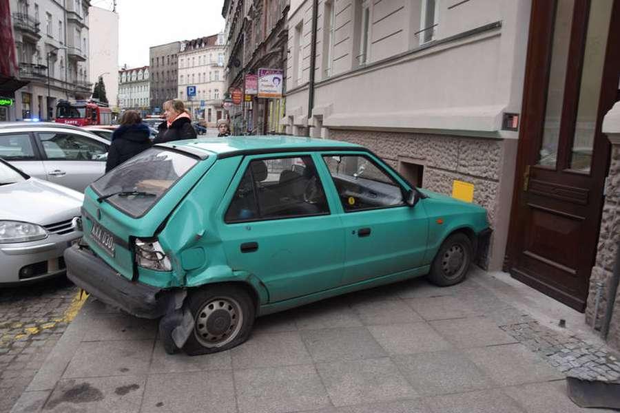 Нетрезвый украинец протаранил сразу восемь автомобилей в Польше 2