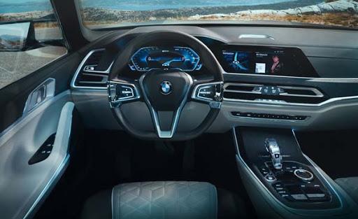 «Ох уж эти ноздри»: обзор нового BMW X7 2