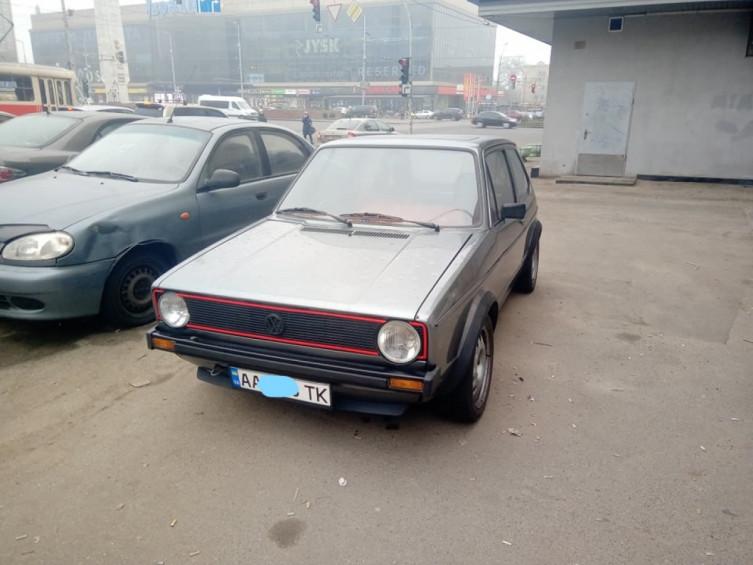 В Киеве замечен 40-летний Volkswagen Golf в превосходном состоянии 1