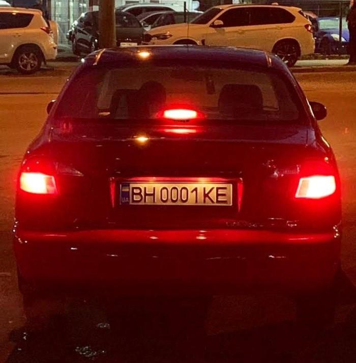 В Украине замечен ZAZ Lanos с жутко дорогими номерами 1