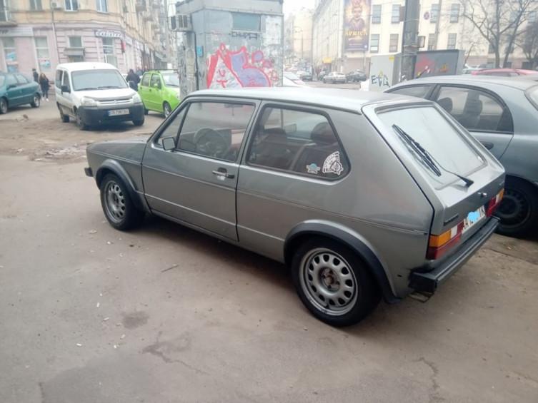 В Киеве замечен 40-летний Volkswagen Golf в превосходном состоянии 2