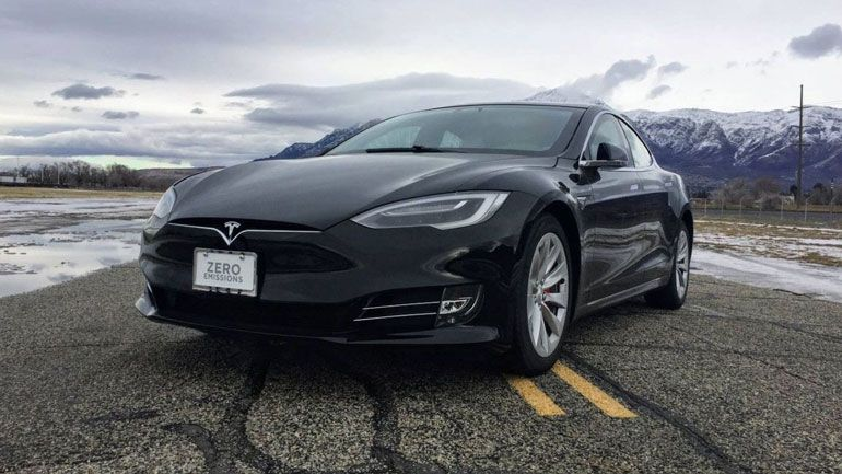 Автопилот Tesla отключили за долги 1