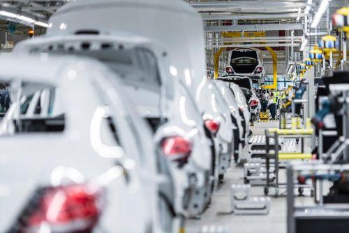 Mercedes-Benz намерен сократить десятки тысяч сотрудников 1