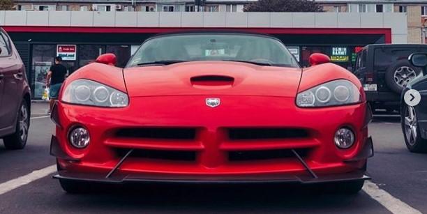 Культовый Dodge Viper с дорогим тюнингом замечен в Украине 1