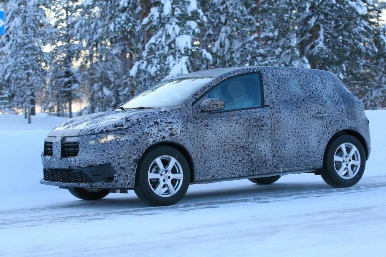 Новый Renault Sandero выехал на тесты 2