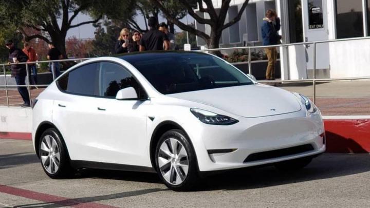 Еще не вышедший кроссовер Tesla стал рекордсменом 1
