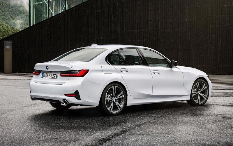 Показан самый доступный бензиновый седан BMW 2