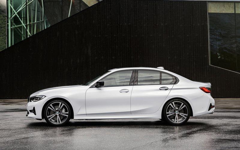 Показан самый доступный бензиновый седан BMW 3