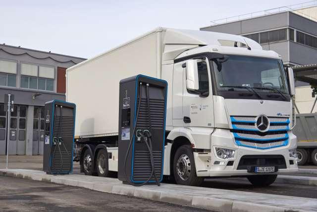 Компания Daimler открыла парк для подзарядки электрогрузовиков 1