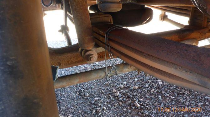 Так делать не нужно:водитель грузовика починил рулевое управление проволокой и тросом 2