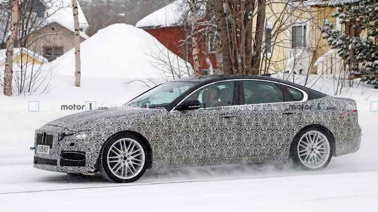 Новый Jaguar XF вышел на дорожные тесты 1