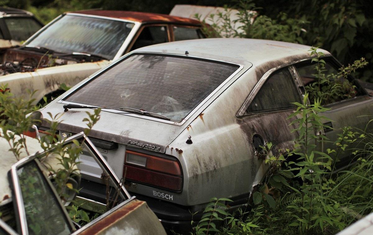 Три десятка редких японских авто гниют под открытым небом 2