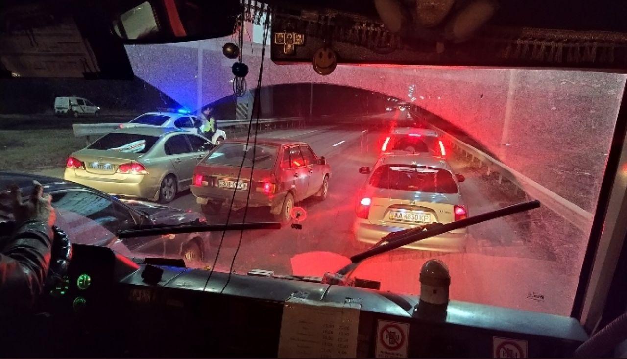Американский кортеж остановил автомобильное движение в Киеве 1