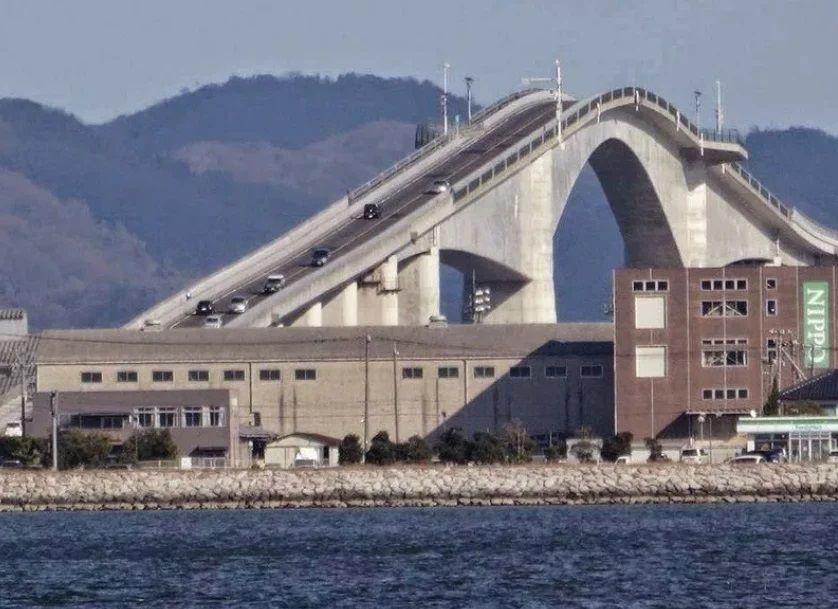 Как выглядит самый шокирующий автомобильный мост в мире 1