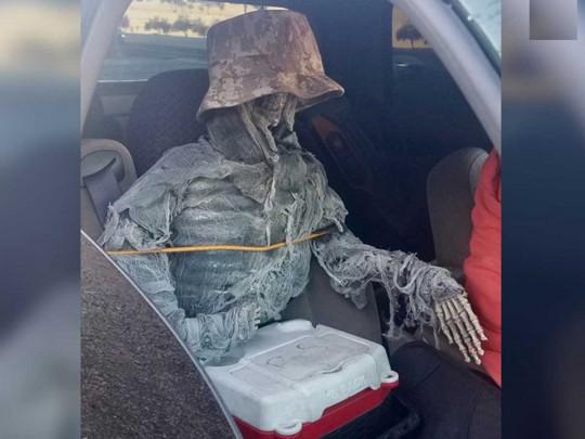 В США водитель придумал оригинальный способ незаконно двигаться по выделенным полосам 1