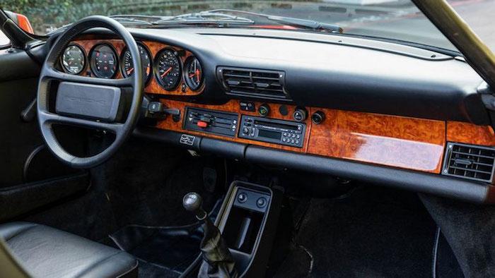 Редкий 30-летний Porsche 911 выставили на торги 2