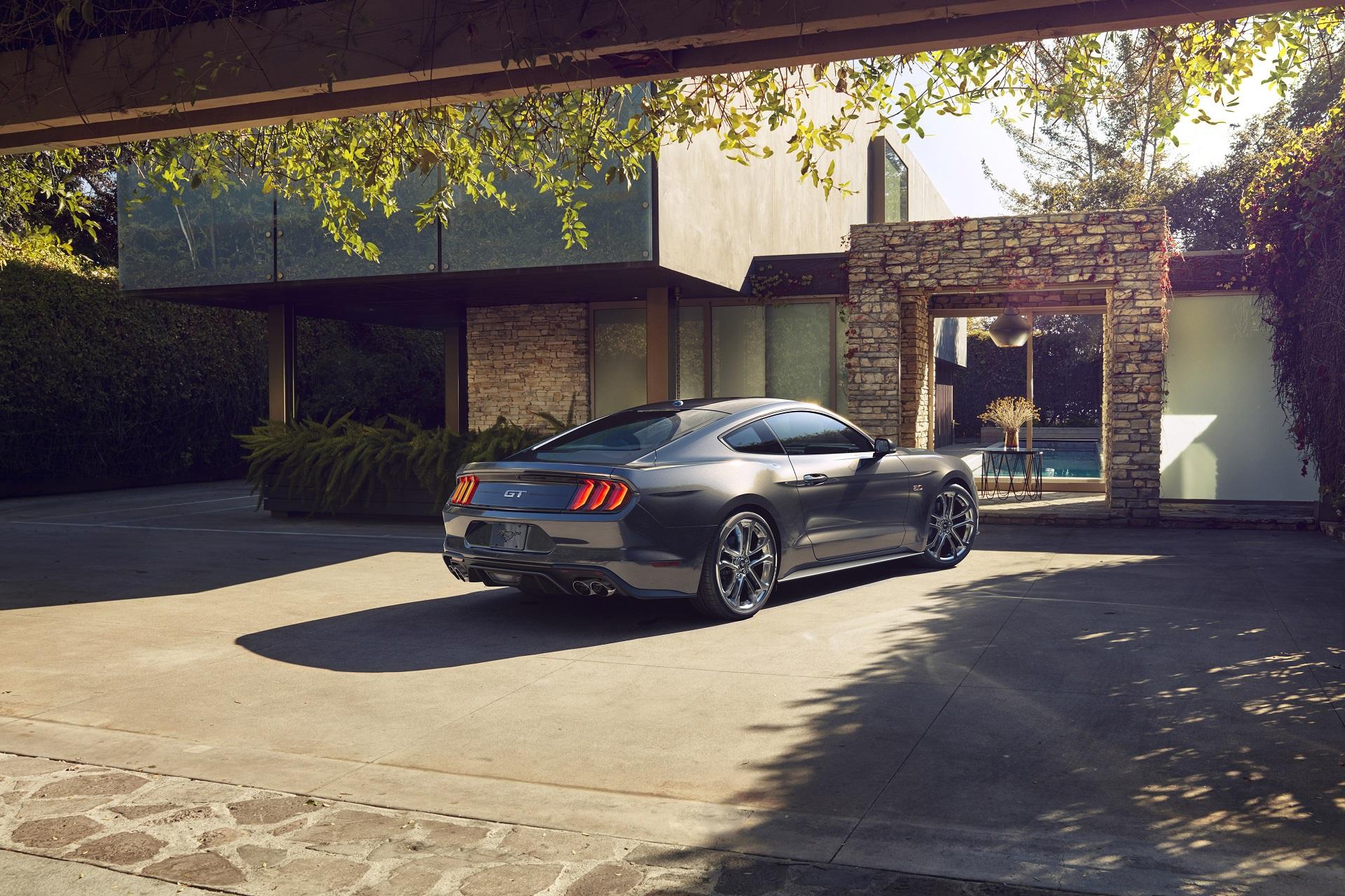 Тест-драйв Ford Mustang 2018 года 1
