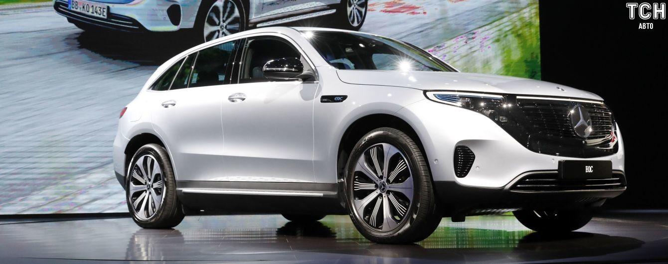 Mercedes вдвое сокращает объем производства электромобилей 1