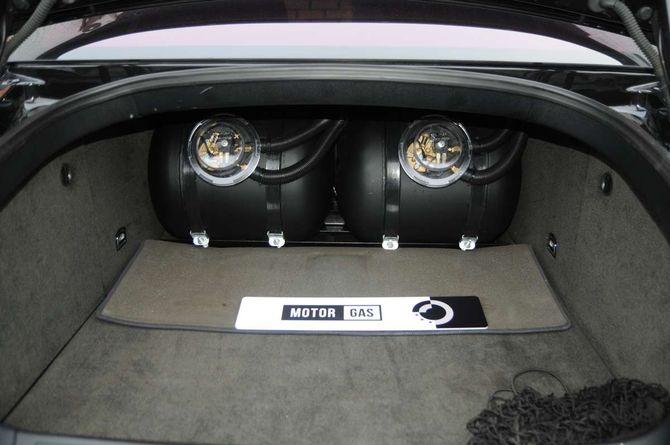 В Украине замечен роскошный Bentley Flying Spurs с ГБО 2