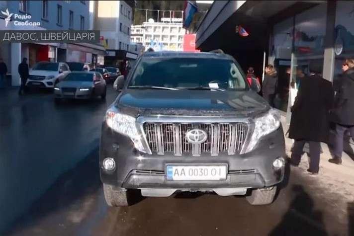 Член украинской делегации получил штраф в Давосе за парковку на тротуаре 1