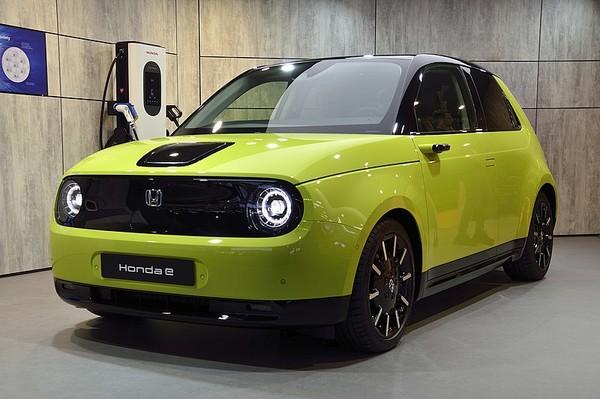 Компактный электрокар Honda e обзаведется «дерзкой» версией 1