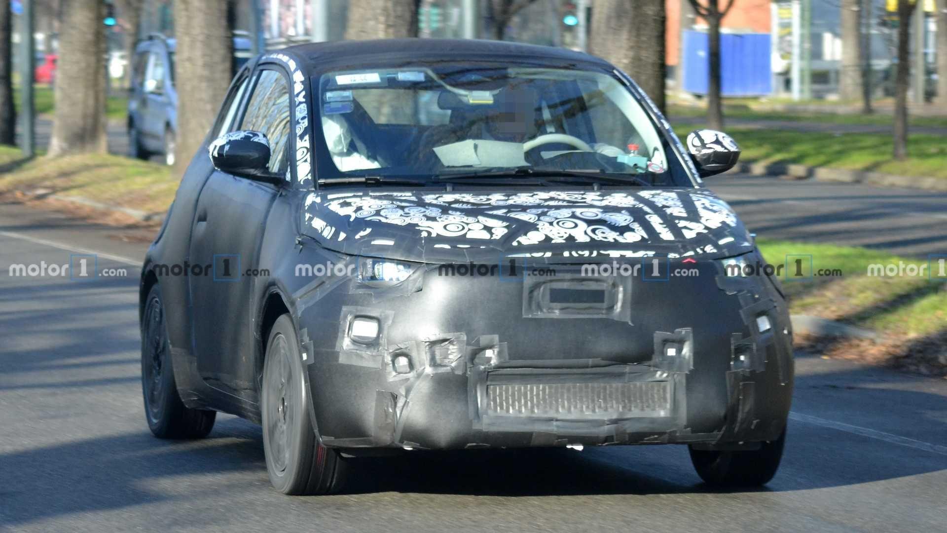 Электрический Fiat 500e впервые замечен фотошпионами 1