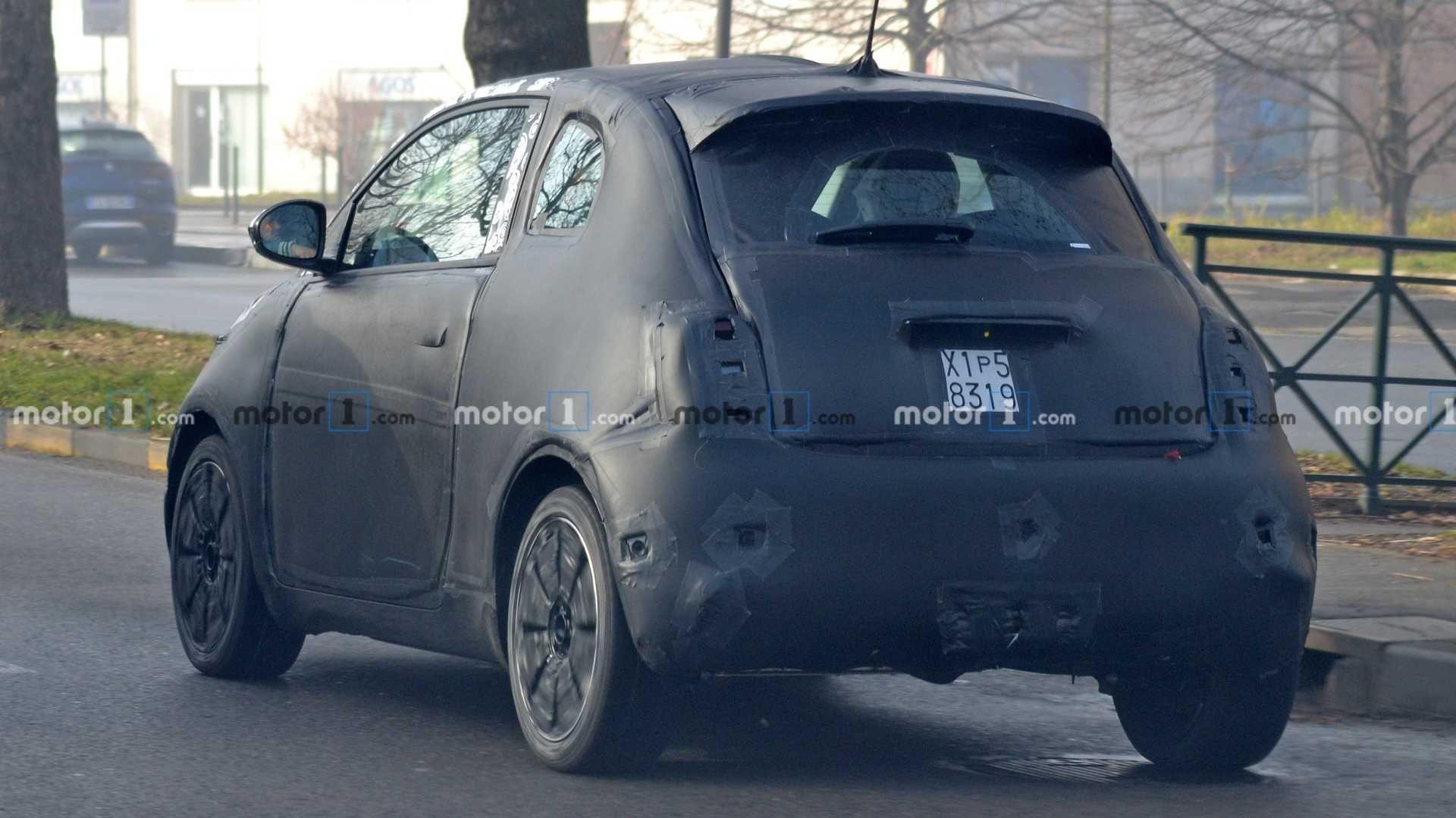 Электрический Fiat 500e впервые замечен фотошпионами 2