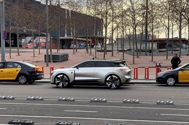 В Испании сфотографировали неизвестную модель Renault 1