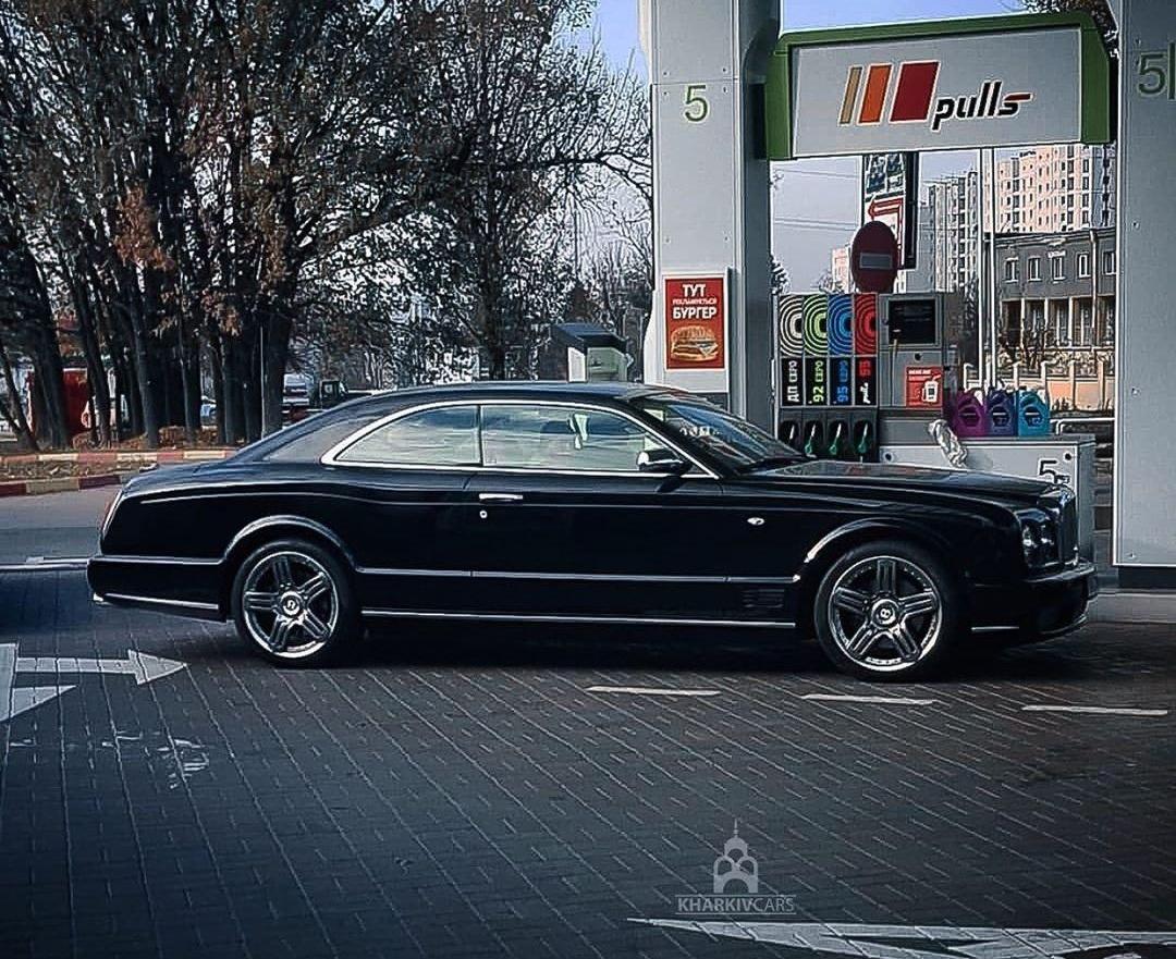 В Украине заметили редчайшее купе Bentley 1