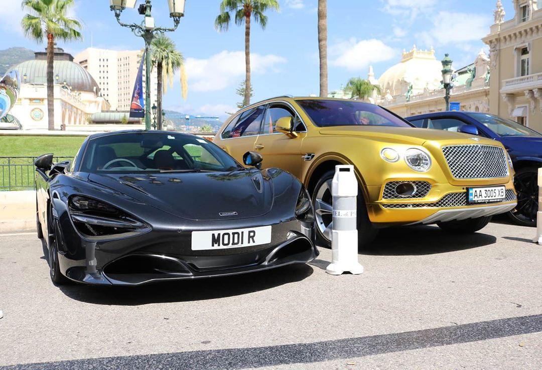 В Монте-Карло заметили позолоченный Bentley на украинских номерах 1
